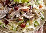 Салат с курицей, виноградом и сельдереем