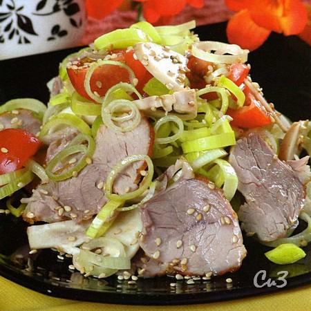 Салат с бужениной и луком-пореем