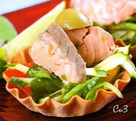Салат овощной с отварной рыбой
