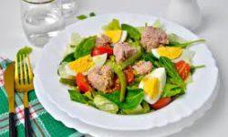 Салат с зеленой фасолью, тунцом и помидорами
